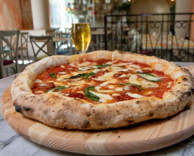 Pizza Diavola. Pomodoro San Marzano Fior di Latte Campano Spianata Calabrese piccante