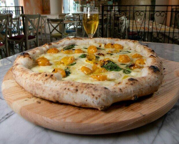 Pizza O' Sole mio. Pomodorini gialli del Monte Somma Provola affumicata Campana Provol. semi-piccante