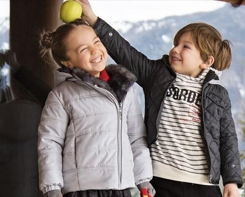 Abbigliamento per bambini. Vivaci e curiosi